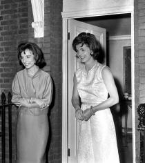 Harry Benson, Jacqueline Kennedy and Lee Radziwill, London, 1962