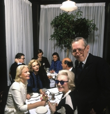 Harry Benson, C.Z. Guest, Carolina and Reinaldo Herrera, and Anne Slater with Glenn Bernbaum, Mortimer's, New York, 1988