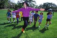 Henry Benson,  Michael Jackson and Children, Neverland, California, 1993