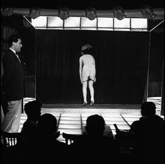 Frank Horvat, Le Sphynx, E, Paris, 1962