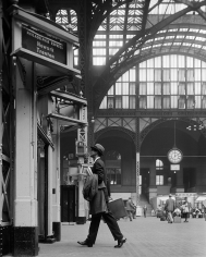 William Helburn, Ward Purdy in Penn Station, ca. 1960