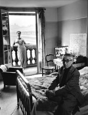 Robert Doisneau, Foujita au Palais Royal, 1955