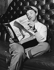 Bruno Bernard, Robert Mitchum Reading Pin-Ups: A Step Beyond, 1950