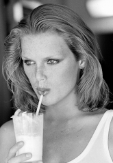Arthur Elgort, Patti Hansen Sipping from a Straw, VOGUE, 1975