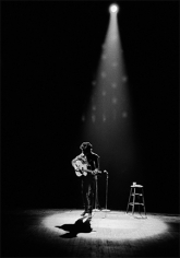 Daniel Kramer, Bob Dylan in Spotlight, Princeton, New Jersey, 1964