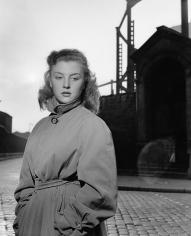 Robert Doisneau, Nicole Courcel rue e L'Evangile, 1950