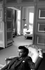 """Bob Willoughby, Dirk Bogarde musing to himself on the set of """"I Could Go on Singing"""", Shepperton Studios, UK, 1962"""