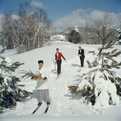 Slim Aarons, Skiing Waiters, Stowe, Vermont, 1962