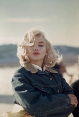 "Eve Arnold, Marilyn Monroe in the Nevada desert during the filming of ""The Misfits"", 1960"