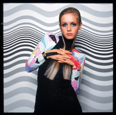 Bert Stern, Twiggy before a Painting by Bridget Riley, 1967