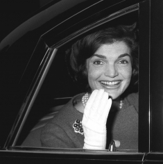 Harry Benson, Jackie Kennedy waving in car, London, 1962