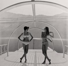 Norman Parkinson, Lake Como Just after Dawn: Nena von Schlebrugge and Barbara Mendoza, 1958
