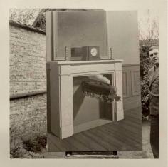 """René Magritte - René Magritte et """"La Durée Poignardée"""" (1938), Bruxelles,1938 ; Bruce Silverstein Gallery"""