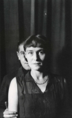 """René Magritte - """"L'Ombre et son ombre"""", René et Georgette Magritte, Bruxelles, Rue Esseghem,1932 ; Bruce Silverstein Gallery"""