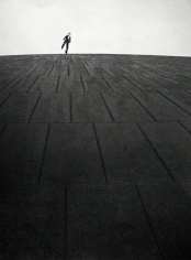 Robert Doisneau - L'homme sur le gazomètre, 1949 | Bruce Silverstein Gallery