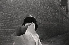 Mark Cohen - Hat and Bag in Alley, Mkt St Hgts, 1974 | Bruce Silverstein Gallery