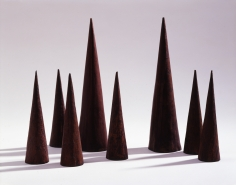 """James Lee Byars, """"Eight Cones"""", 1959-1960"""