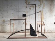 Ana Mazzei, Veneza, 2016, Iron, wood, rubber, 190 x 180 x 100 cm