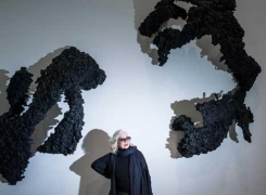 Lynda Benglis in Art Newspaper