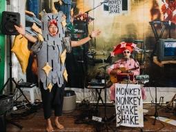 Monkey Monkey Shake Shake