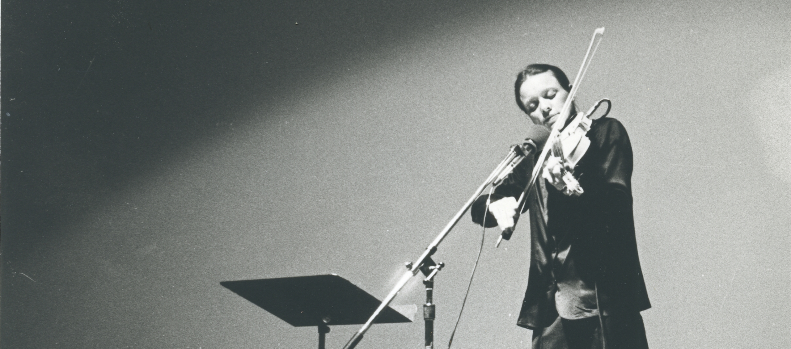 Laurie Anderson Performance at Northwestern University as part of exhibition by Donald Young Gallery, 1979