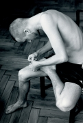 Wolfgang Tillmans, Anders pulling splinter from his foot