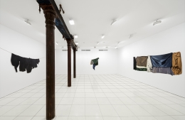 Installation view, Stephen Posen:Threads:Paintings from the 1960s and '70s,Vito Schnabel Projects, New York© Stephen Posen; Courtesy the artist and Vito Schnabel Gallery; Photos by Argenis Apolinario