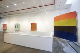 Installation view: Ron Gorchov,Spice of Life,Vito Schnabel Gallery, New York; Artworks © Ron Gorchov / Artists Rights Society (ARS), New York,Photo by Argenis Apolinario; Courtesy the artist and Vito Schnabel Gallery