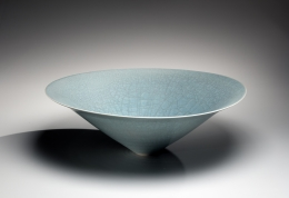 Itō Hidehito (b. 1971), Conical bowl with craquelure celadon glazing