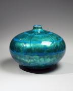 Yrui kinsai aoyū;Blue-glazedtsubo(vessel), ca. 1972