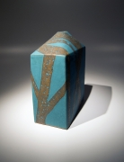 Morino Hiroaki Taimei (b. 1934), Rectangular vessel decorated with abstract linear patterning in gold overglaze