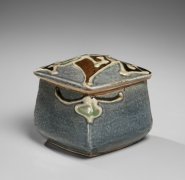 Kawai Kanjirō (1890-1966), Blue ceramic covered chevron box, decorated in the design of floral patterning in trailing slip