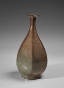 Minegishi Seikō (b. 1952), Faceted vase with Beishoku (rice-colored) craquelure celadon glaze and kiln effects