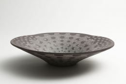 Kitamura, Junko, Kitamura Junko, contemporary, Japanese, ceramics, dots, concentric, design, textile, black, brown, white, stoneware, slip, glaze, inlay, flat, bowl, vessel, 2014