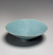 Itō Hidehito (b. 1971), Craquelure celadon-glazed teabowl with wide foliated rim and small base