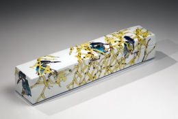 Long covered box with Kingfishers in reeds, Porcelain with polychrome kutani enamel glazes