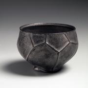 Akashi Ryōtarō (b.1971), Platinum-glazed teabowl with small base carved in the design of leaf veins
