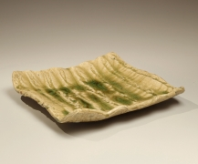 Iga-glazed stoneware platter with curved edges, 1951