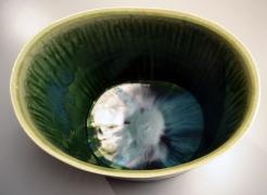 SUZUKI TETSU (b. 1964), Gradated green-glazed standing vessel with a slightly sloped mouth