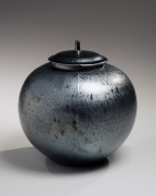 Kamada Kōji (b. 1948), Silver tenmoku large cover jar with matching foliated cover with short cylindrical knob
