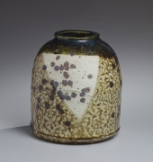 Koie Ryōji (b. 1938), Dark brown, oribe-glazed tsubo (vessel) with splash patterning in iron-oxide and incised abstract patterning