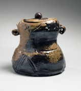 Abe Anjin (b. 1938), Bizen Wate Jar with extensive kiln effects and matching color