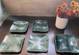 Hamanaka Gesson (b. 1943), Set of 5 square oribe-glazed plates with incised decoration