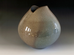 Minegishi Seikō (b. 1952), Brown rice-colored celadon-glazed stoneware