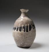 Kawakami Kiyomi (b. 1948), Crackled, kohiki-glazed grayish-white sake flask (tokkuri)