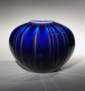 Tokuda Yasokichi III, Japanese glazed porcelain, Japanese Kutani-glazed porcelain, Japanese blue fluted vessel, 2005