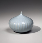 Itō Hidehito (b. 1971), Onion-shaped, fluted, craquelure celadon-glazed incense burner in two parts