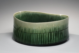 SUZUKI TETSU (b. 1964), Gradated green-glazed banded bowl with slightly flaring mouth