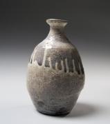 Kawakami Kiyomi (b. 1948), Crackled,kohiki-glazed grayish-whitesakeflask (tokkuri)