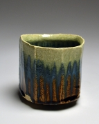 SUZUKI TETSU (b. 1964), Faceted straight-sided teabowl with iron oxide and green glazes